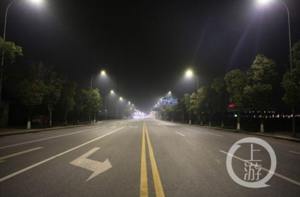 """重庆的""""聪明路灯"""" 竟然会自我报警锡线"""
